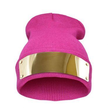 Růžová čepice Beanie se zlatou plackou